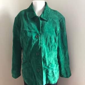 Grön läderjacka från Danier Kanada. Storlek S. Är i fint skick. Passar S-M