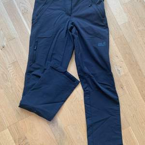 Jack Wolfskin outdoor trousers, nearly new and good quality, color is black