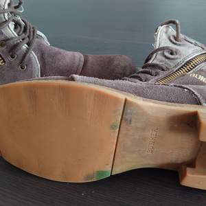 Säljer búnker skorna Dom här använd par gånger / finns i södertälje