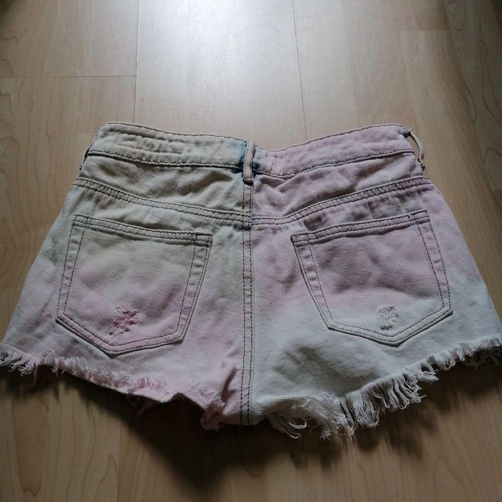 As balla shorts som tyvär inte blir använda,, väldigt fint skick💖så himla coola till ett rosa eller blått linne tex💖. Shorts.
