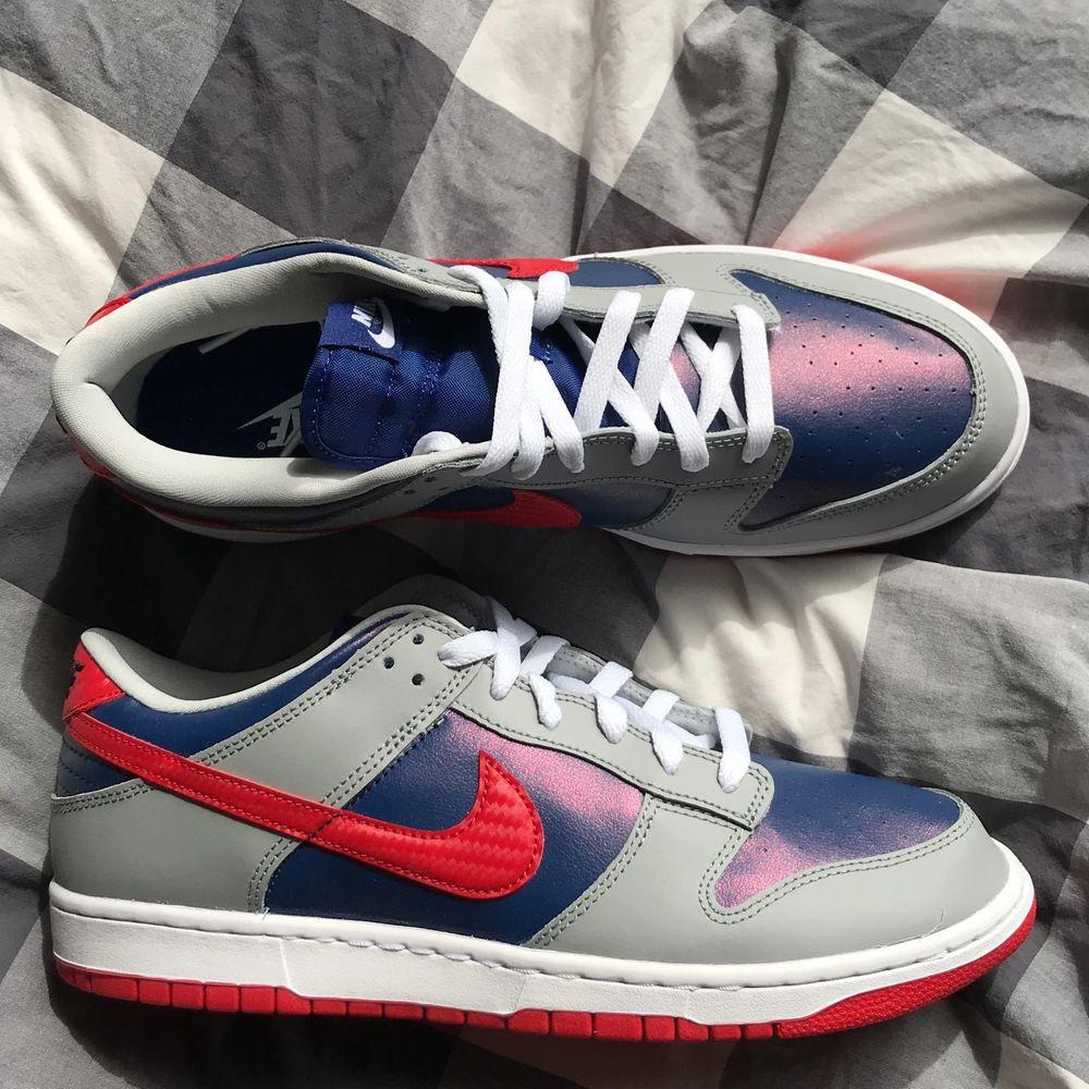 Deadstock (aldrig andvända)Nike dunk sambas i storlek 45/us11 buda om ni är intresserade startpris 2500. Skor.