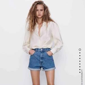 Måste tyvärr sälja dessa sjukt snygga shorts ifrån Zara då dom blivit för små för mig.  Är endast använda en gång förra sommaren.