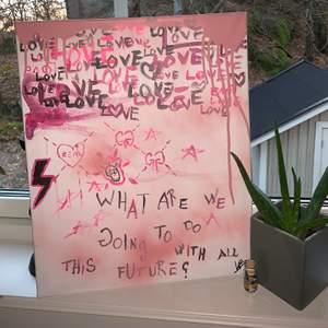 Sjukt cool tavla med grafittikänsla målad av mig, väldigt inspirerad av Gucci's grafitti kollektion. Storleken är 70x50 tror jag. Skriv i chatten för fler och mer detaljerade bilder! Fraktar mot kostnad. Bud startar på 600kr, köp direkt för 1200❤️ Skriv PM vid frågor! Hör av dig på insta för att veta mer om fler tavlor eller beställa en tavla utifrån egna önskemål!❤️ INSTA: @Lillybarck