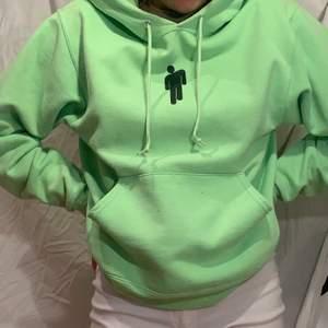Neongrön (färgen syns inte bra på Bild) från Billie Eilish merch. Äkta!!! Är lite nopprig men annars perfekt skick!🥰