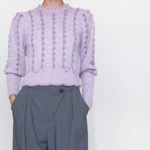 Helt slutsåld stickadtopp/tröja från zara! Aldrig använd med lapparna kvar. Så fin! (Köparen står för frakt)