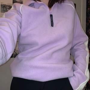 Jättefin tröja som värmer bra och sitter riktigt snyggt! Men tyvärr använder jag den inte längre så den behöver ett nytt hem:)