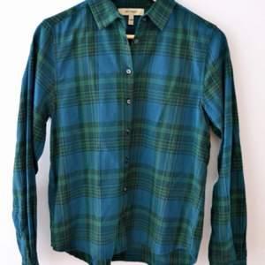 Skjorta från Whyred storlek 34. Använd ett fåtal gånger. Nypris runt 1000kr. Kan mötas upp & tar swish.