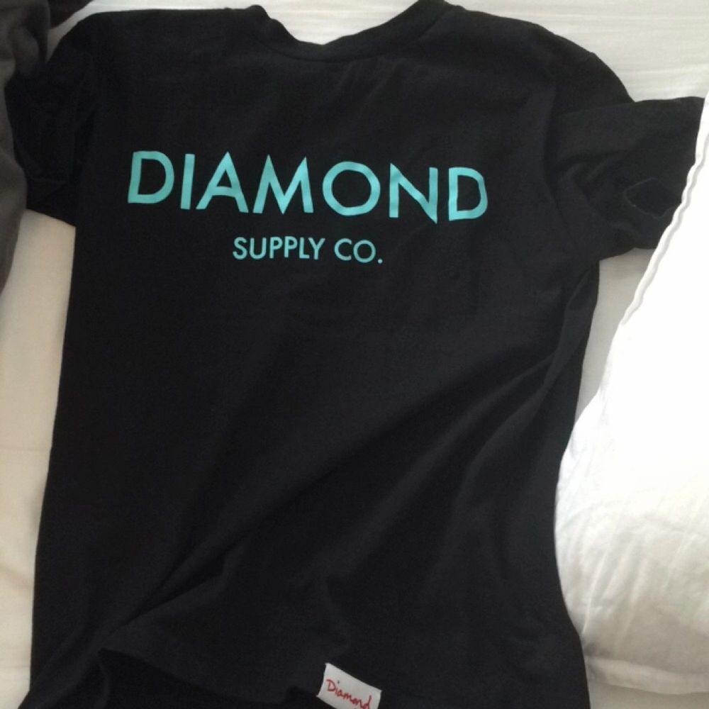 Clean tshirt från diamond supply!  . T-shirts.