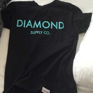 Clean tshirt från diamond supply!