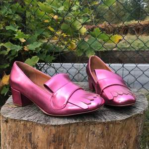 Säljer mina favorit skor. Aldrig använd. Frakt tillkommer💕🥰Skorlek 36