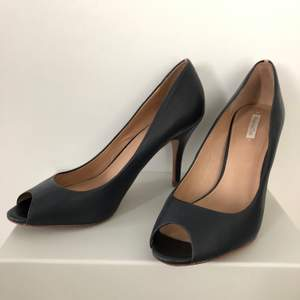 Dark blue with nude strip on the heel. Open toe and very comfortable. Looks great on any occasion