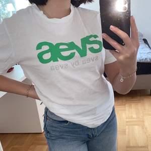 Säljer denna superfina Svea t-shirten i storlek S! Den är i superfint skick!💗 Köparen står för frakten! Skriv gärna privat om du har några frågor!💗💗