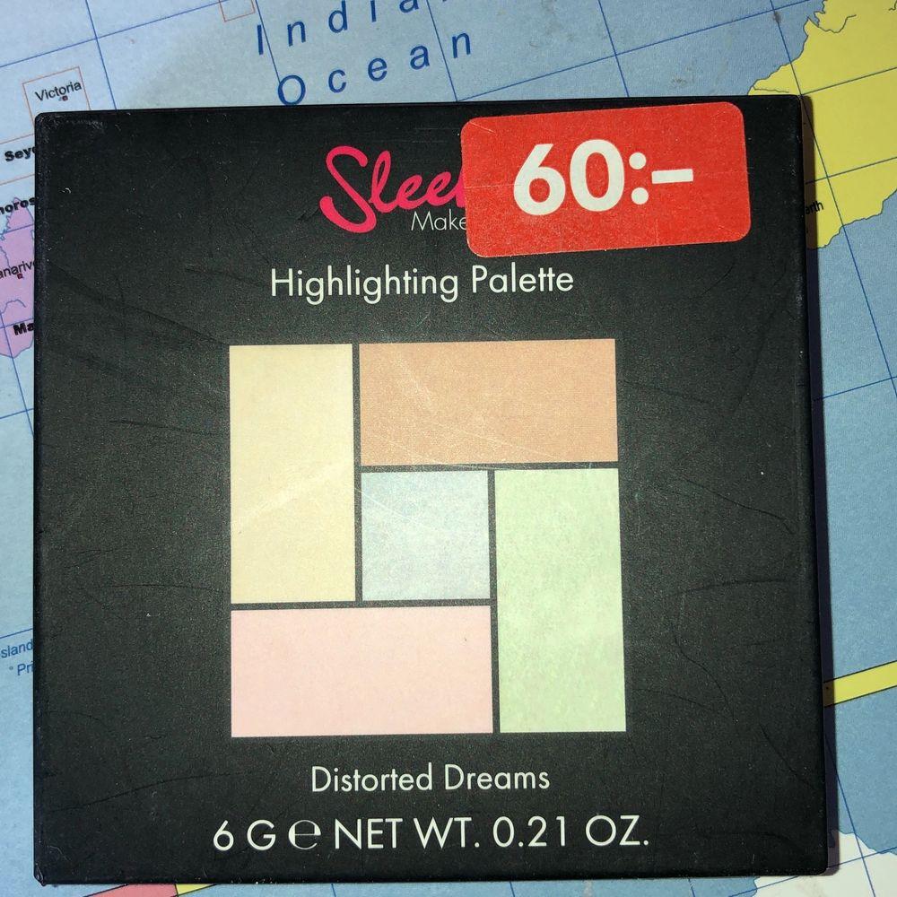 Ny sleek highlighter, köpt på rea från H&M😊💕Har bara swhatchat vissa skuggor🤗☀️frakt tillkommer💖. Accessoarer.