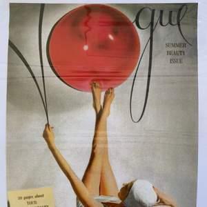 Kanske inte rätt forum för detta men säljer två oöppnade tavlor på gamla Vogue-omslag som köptes i Paris. Måtten är ca 34x24 cm. Säljes för 50 kr styck. Frakt på 63kr tillkommer eller så möts vi upp i Stockholm!🚚