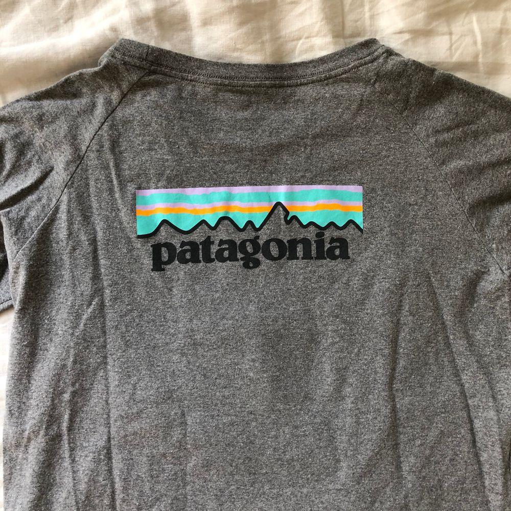 Helt ny långärmad tröja från patagonia. Aldrig använd. Frakt +42 kr. Tröjor & Koftor.
