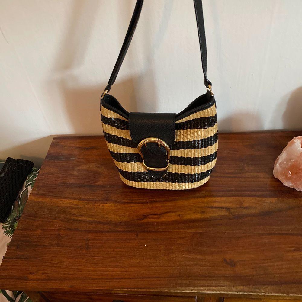 Snygg väska äkta läder av Ralph Lauren.. Väskor.