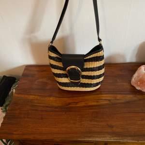 Snygg väska äkta läder av Ralph Lauren.