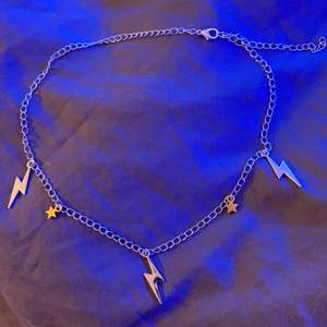 Ett svin ballt halsband, med silver och guld