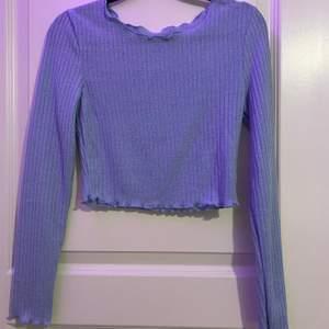 Fin stickad blå tröja, säljer denna då den är för liten