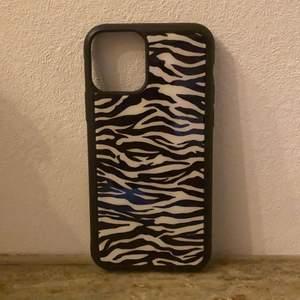 Säljer detta jätte fina zebra skalet för iPhone 11 pro! Säljer pga köp fel så inte använt!