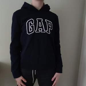 En jätte trendig gap hoodie. Bra skick köparen står för frakt
