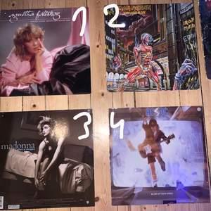 Säljer nu några av mina LP skivor/fodral. Jag köpte dem för ungefär 1 månad sen från en skivbutik i Västerås (begagnade), men säljer då jag köpte alldeles för många och dem tyvärr inte får plats. Skit snyggt att sätta upp på väggen😍. Jag har 8 st omslag och 5 st skivor, alltså har jag inte skivorna till alla. Dem jag har skivor till är nr 1,3,4,6 och 8. Går att köpa bara skiva eller omslag, och priserna varierar från 20-100kr. Köper du fler får du självklart billigare. Skriv privat för pris och fler bilder🥰💗