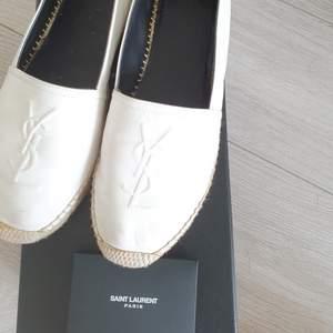 Ysl skor st.38 Vita äkta läder i jättebra skick