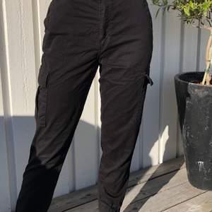 Svarta byxor med fickor från /stay. 50kr + frakt, först i kvarn eller högsta bud.