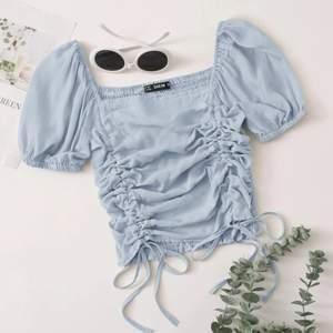 💙⚡️Säljer denna fina ljusblåa blus från Shein i storlek S⚡️ helt ny! Nypris: 129kr⚡️💙