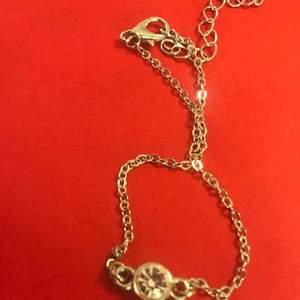 Armband med  berlock , pris inkl frakten  Kolla gärna mer på min sida :)✨ har endast nöjda köpare! ☀️☀️☀️