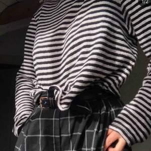 Randig Long-Sleeve från weekday. Jättefin och asbra kvalité, men använder aldrig 🌹