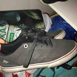 Nästan helt oanvända skor från emerica reynolds