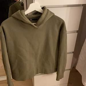 Zara hoddie i grön fin färg storlek S! Så fint till hösten