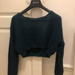 Mörkgrön stickad tröja i strl S. Köpt för 200kr så säljs nu för 70kr+frakt💕