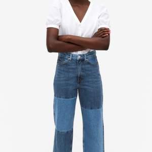 Säljer dessa älskade jeans från Monki, då de blivit lite för stora för mig då jag gått ner i vikt. Passar dig mellan 32-36.