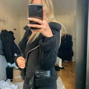 Mockajacka från Zara. Storlek S. Modellen är oversize, nyskick använt 1 gång endast