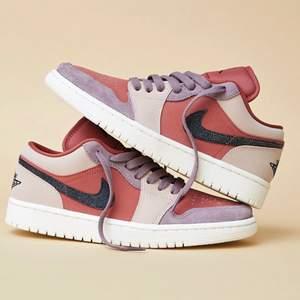 Säljer helt nya & oanvända Jordan 1 Low Canyon Rust  i storlek 40. Köpta från Zalando, kvitto kan uppvisas! Fraktas spårbart & dubbelboxat på köparens bekostnad. Vid stort intresse blir det budgivning! Kolla in @LocalJords på Instagram för fler limiterade Jordans!