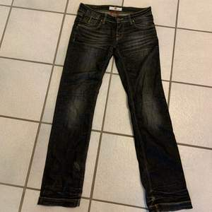 Japanese type jeans med as Clean details! Sjukt nice svarta jeans