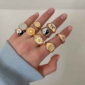 Chunky ringar i olika prisklasser, säljes pga jag har så många andra liknande ⭐️ Aldrig använda ❗️Bild tre visar vilka som är kvar❗️Osäker på materialet men mina ringar har hållit bra hittills och man kan måla dem med genomskinligt nagellack för att de ej ska tappa färgen. Storleken varierar så DM för exakta mått (eller vid andra frågor) 💗 frakt tillkommer ⤵️