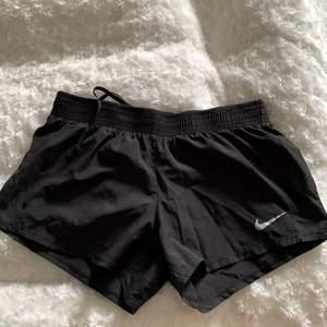 Oanvända Nike shorts