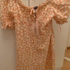 Väljer att sälja min klänning då jag känner att den inte passar mig, knappt använd. Om fler blir intresserade blir det budgivning eller köp direkt för 120 kr + frakt 💗⚡️☀️