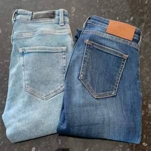 Ljusblåa jeans: XS, nyskick, från bikbok, nypris: 500kr. Mörkblåa jeans: storlek 24/30, nyskick, Only, nypris: 500kr. 80kr styck, båda för 120kr.