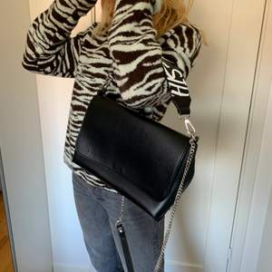 Asball zara väska!!⚡️💓💗(helt ny) kan skicka men köparen står för frakt:)