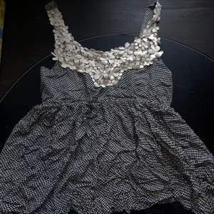Mönstrat linne med spets