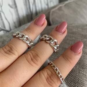 """Tre stycken ringar som är """"lösa"""" vilket gör att dom är väldigt sköna att ha på sig! De är aldrig använda då de tyvärr är försmå för mig💕 70kr inkl frakt☺️"""