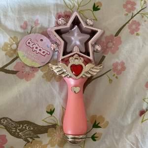 Säljer den här Kawaii magic wand som jag fick i en Kawaii box. Köparen står för frakt!☺️