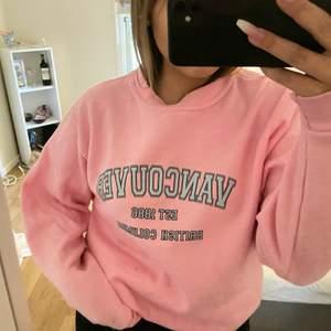 Sweatshirt från asos som jag bara använt en gång. Den är i storlek M. Säljer för 120kr plus frakt💞