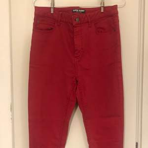 Perfect condition washed red long skinny jeans from the British brand Marks&Spencer. Purchased from the store. Only worn once, no signs of use.