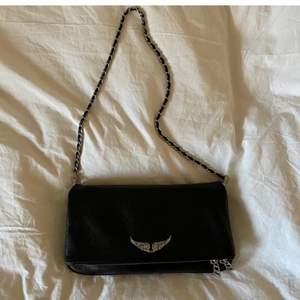 Jättefin knappt använd svart zadig et voltaire väska med silvriga detaljer💗💗💗