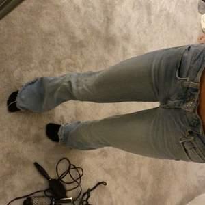 Lågmidjade jeans ifrån Zara! Oanvända typ, har för mkt jeans så säljer ❤️